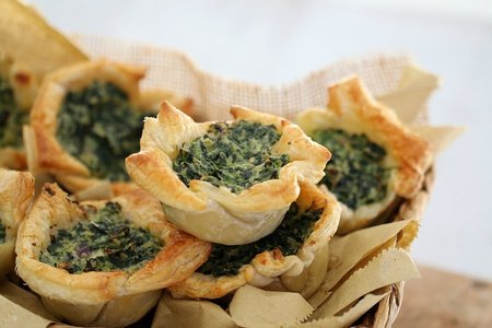 https://localstove.s3.amazonaws.com/media/images/dishes/Spinach-Ricotta-Tarts-4.jpg